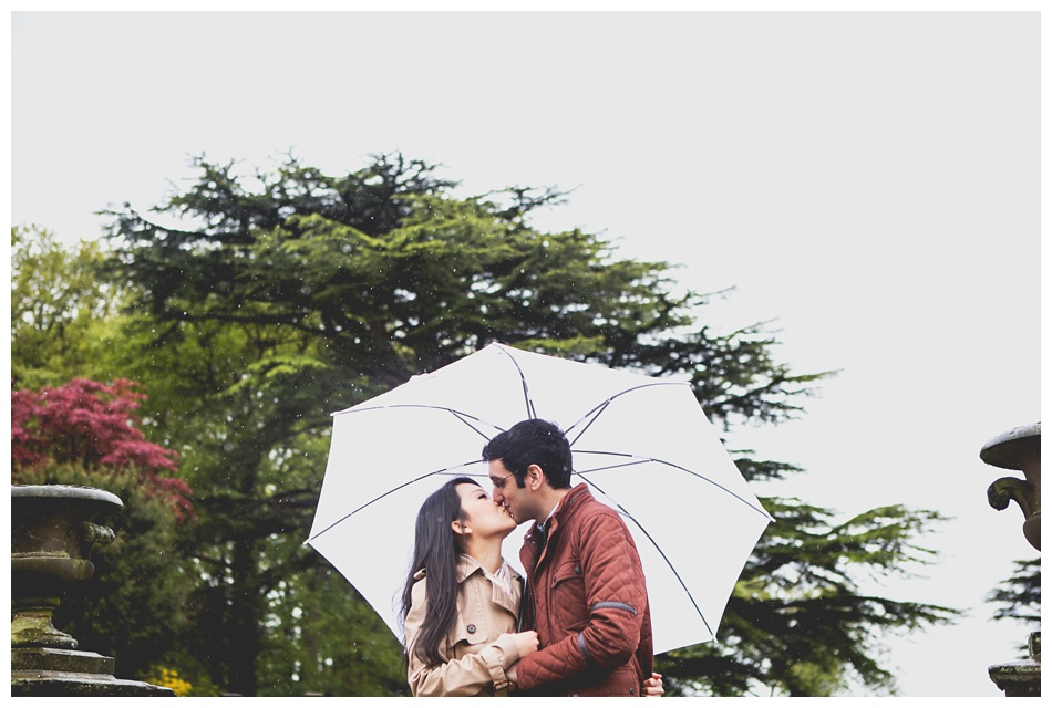 rainy pre wedding shoot