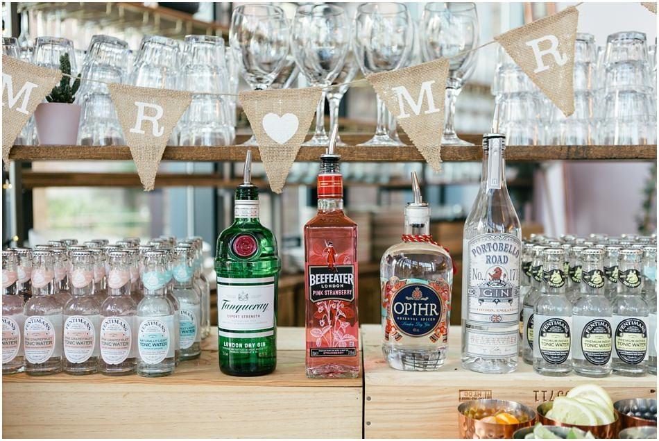 SIren wedding photography; gin bar